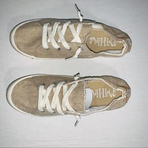 Mad Love Lennie Lace up Canvas Sneakers 7 NWOT